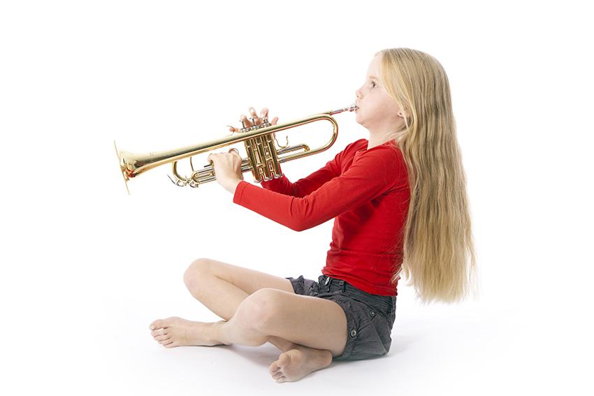 Meisje met trompet